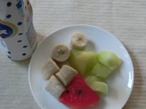 フルーツアイスの乳酸菌飲料がけ1
