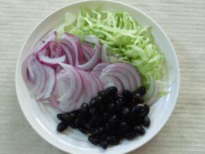 蒸し黒豆とキャベツの味噌ミルクスープ2