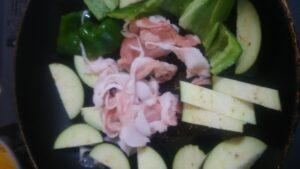 ピーマンと茄子と豚肉の味噌炒め1