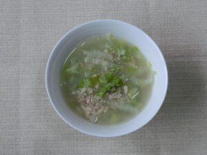 サケの水煮缶と白菜のスープの作り方3